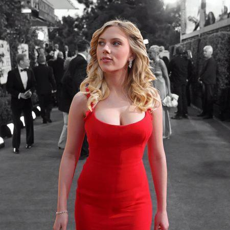 Червената рокля – изкуството да те забелязват